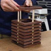 Lámpara de escritorio de bricolaje de restos de nuez y anillos de latón