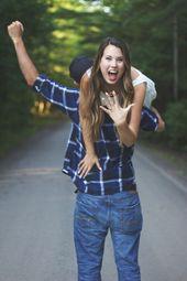 Engagement-Fotoshooting – Grün, Outdoor, blaues P…