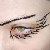 wing graphic eyeliner