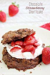 Chocolate Strawberry Shortcake – mit einem einfachen Schokoladenbiskuit aus …