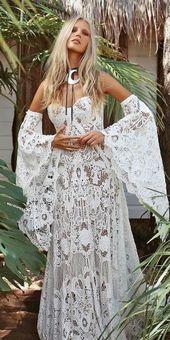 Prickelnde böhmische Brautkleider in der Rue de Seine ★ Weitere Informationen: www.weddingforwar …   – Wedding