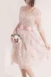 Artículos similares a Bridesmaid blush pink lace dress, knee length wedding party romantic dress with sleeve en Etsy