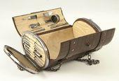 sac de couture en cuir datant de 1880…. TROP BEAU !!!!!!!!!!!!!