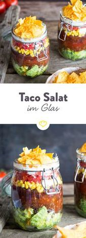 Ensalada, carne picada, tomates, maíz, frijoles, crème fraîche y chips de tortilla en …   – Silvester