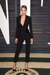 Nach den Oscars ist es die Afterparty: Hannah Davis arbeitet im schwarzen Anzug