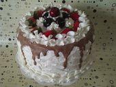 Künstlicher Kuchen Cherry And Strawberry Whipped Creams