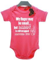 Mein Finger kann klein sein, Papa ist darum gewickelt. Lustige Jungen Mädchen Babygrow Unisex Alle Größen + Farben T-Shirt Baby Grow Jump Ganzkörperanzug   – baby girl
