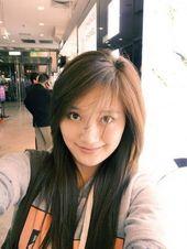 lange geschichtete Frisuren mit asiatischem Stil und Pony-Haaren für Frauen