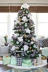 25 Creative DIY Christmas Tree Ideas For Living Room