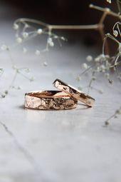 Conjunto de alianzas de boda con textura, anillo de bodas en bruto, banda de oro rosa, anillo de bodas rústico, anillos alternativos para hombre y mujer, anillo de bodas único   – Eheringe Verlobungsringe