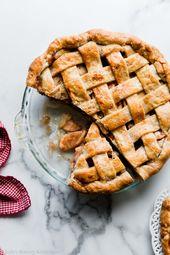 Dies ist mein Lieblingsrezept für Apfelkuchen. Wir haben eine dicke tiefe Schüssel Apfelkuchen fi …