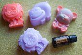 Diese Seife ist genial! Sie können es in jede Form, Farbe und Aroma machen, die Sie wollen! …   – Emily would love this
