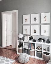 Grauer und weißer Schlafzimmertonwarenraum. Cube-Bücherschränke für viel Sta – Babyzimmer ideen