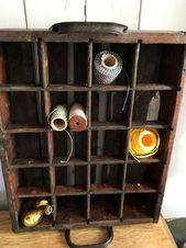 Anstelle von Bierflaschen kommen hier Nähutensilien. Passt auch zu Gewürzen. Alt…   – altes Leinen