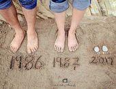 Eine Babymitteilung für eine Mutter und einen Vati die einen kleinen Strand und einen Sand w addieren möchten    Schwanger ideen