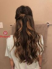 Anstecknadelbuttons von Latest Hairstyles on Hairstyle Making in 2019   Pinterest   Haare Frisuren … – Frisur – Hochzeit