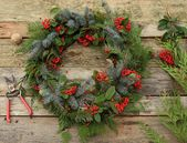 Make a Fresh Christmas Wreath in 20 Minutes