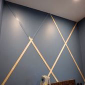 Verwenden Sie eine gekreuzte Zierleiste, um einer kahlen Wand viel Stil zu verleihen.