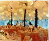 Witte lampionnen ter decoratie van de feesttent White paper lanterns  Trouwen Br…