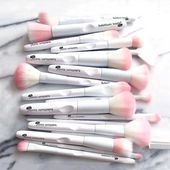 FREE SHIP 17 Pcs Makeup Brushes Tool White Color Cosmetic Brush Set Eye Shadow B…