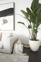 Mandy Capristos Lieblingsort: die Loungeecke im Wohnzimmer mit moderner Kunst un