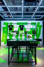 Erudito Rubicundo tratar con  500+ Nike Retail & Interiors ideas | nike retail, retail interior, retail  design
