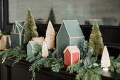 Diese kostenlosen Weihnachtsdorf-Vorlagen von Joanna Gaines sind die süßeste Art, Ihren Mantel in dieser Saison zu dekorieren