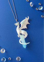 Eis Drache Halskette – Weißer Drache Halskette – Fimo Schmuck – Drache Schmuck – Winter Drache Anhänger – Eis Kristall – Fantasy Schmuck