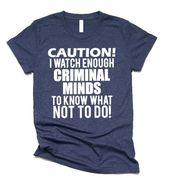 Vorsicht, ich beobachte genug kriminelle Köpfe, um zu wissen, was nicht zu tun ist – lustige Hemden – Id … – Lovely shirt & pillow
