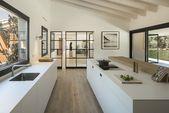 Das lichtdurchflutete moderne spanische Haus ist eine Ode an die Natur   – Die Architektur