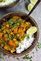 Curry de patates douces, pois chiches et épinards à la noix de coco