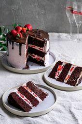 Dies ist das ultimative vegane Schokoladenkuchenrezept. Es ist reich an Schokolade, hat einen …   – ~ Food – Süßes, Kuchen & Desserts ~