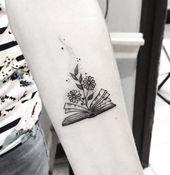 Tatuaje de @giasolist síguela en instagram #booklovers #tattoo #littletattoo …   – Tattoo's ♡