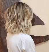 Coiffures courtes ondulées pour les femmes avec style   – frisuren