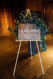 Blumen von Pollen. Fotografie von Tim Tab Studios. Hochzeitswillkommensschild mit …   – winter wedding