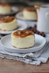 Cheesecake – New York style with caramel and hazelnuts