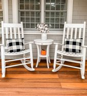 Take a tour of this Farmhouse Fall front porch tha…