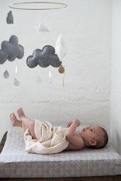 King's Craft Mobile Cloud Brombeergrau / Grau-Melange / Weiß   – Baby shower | Geschenke zur Geburt