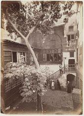 صورة جميلة جدا لأحد المنازل بالقاهرة القديمه في أواخر القرن التاسع عشر Old Egypt Egypt History Ancient Egypt