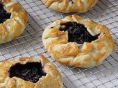 The Great Cake Company: Sonntag Gebacken: Blackberry Pie (Galette)   – Lovin from the oven