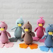 Häkeln Sie Ente mit Rucksack und Beißfüßen von Go Handmade