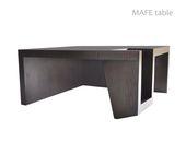 Diseño delicado y asimétrico con estructura firme y gruesa en roble quemado. Que …   – www.homeanddetails.com /furniture