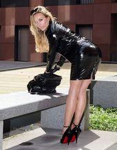 https://i.pinimg.com/170x/51/26/37/512637373b7bfe3adbadd913968cc2c6--sexy-leather-leather-gloves.jpg