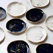 Ring Dish in Weiß mit Goldspritzer und Goldrand