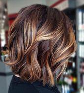 Couleurs de cheveux bruns fabuleux avec des factors culminants blonds – Coupe de Cheveux