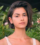 Weibliche Frisuren für kurzes Haar