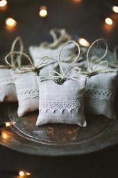 Verkauf 25 % OFF / Leinen lavendeltasche mit Engel und Spitze / Light Grey Lavendel Beutel / Weihnachtsgeschenk / Lavendel Beutel / Weihnachtsgeschenk