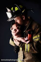 Feuerwehrmann mit Baby. Wie schön und süß :)   – Children and family photography