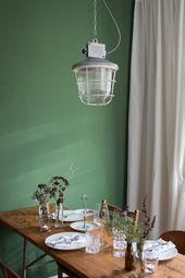 Alte Gitterlampe Hängelampe mit Glaskolben und Schutzgitter Ø 26 cm   – { esszimmer | dining room }