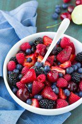 BEST Berry Fruit Salad mit Easy Honey Lime Dressing